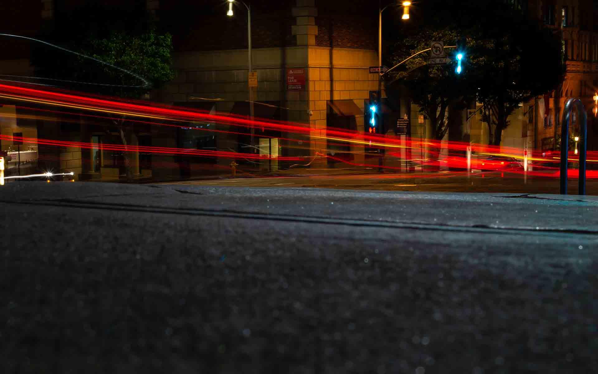 rote Lichter in der Nacht