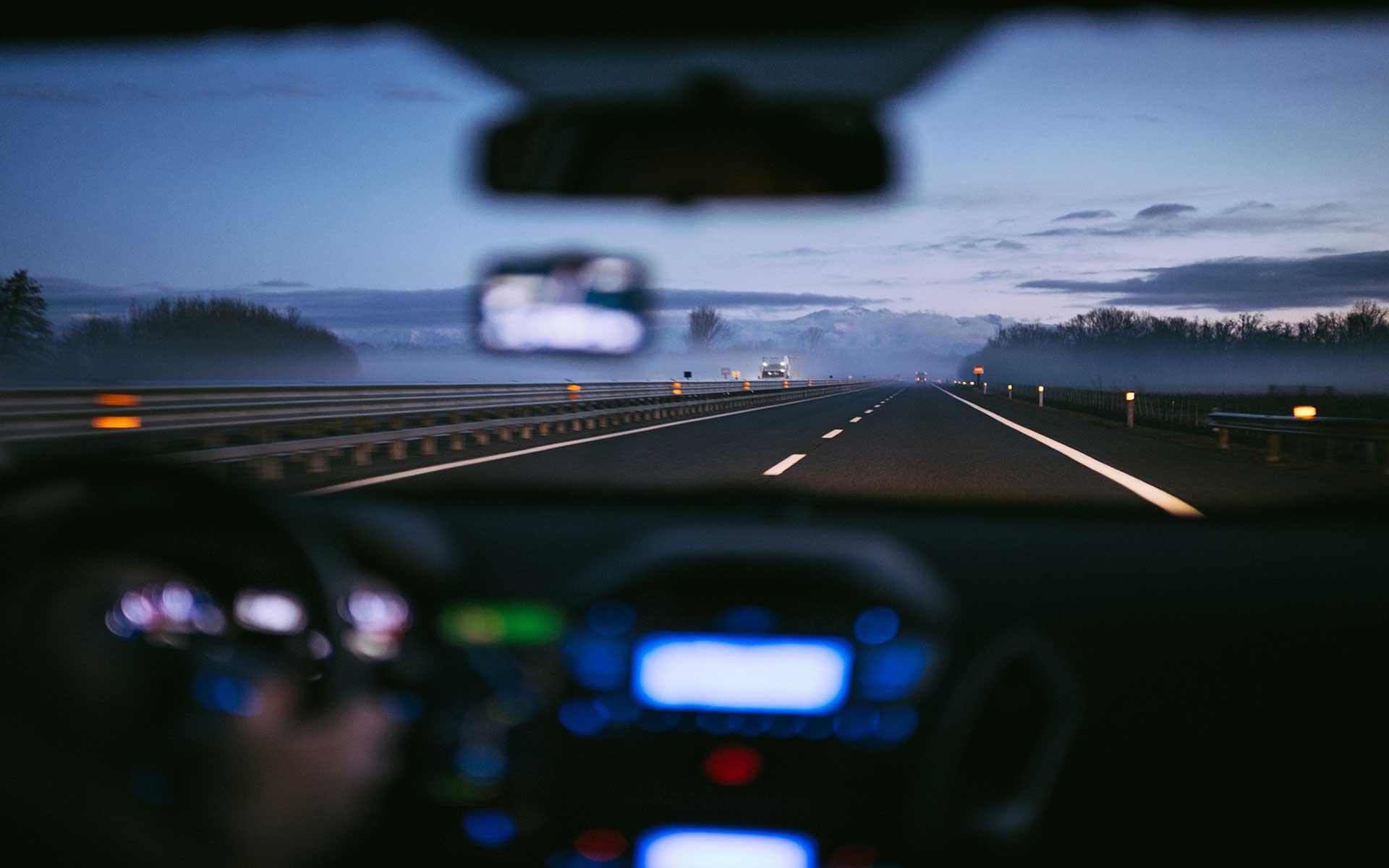 Fahrzeug auf der Autobahn